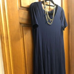 Comfy navy blue t-shirt dress with pockets